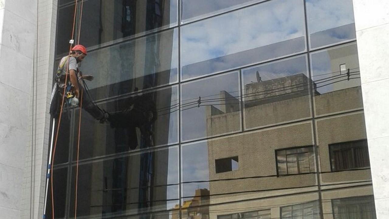 Empresa de limpeza de vidros em altura